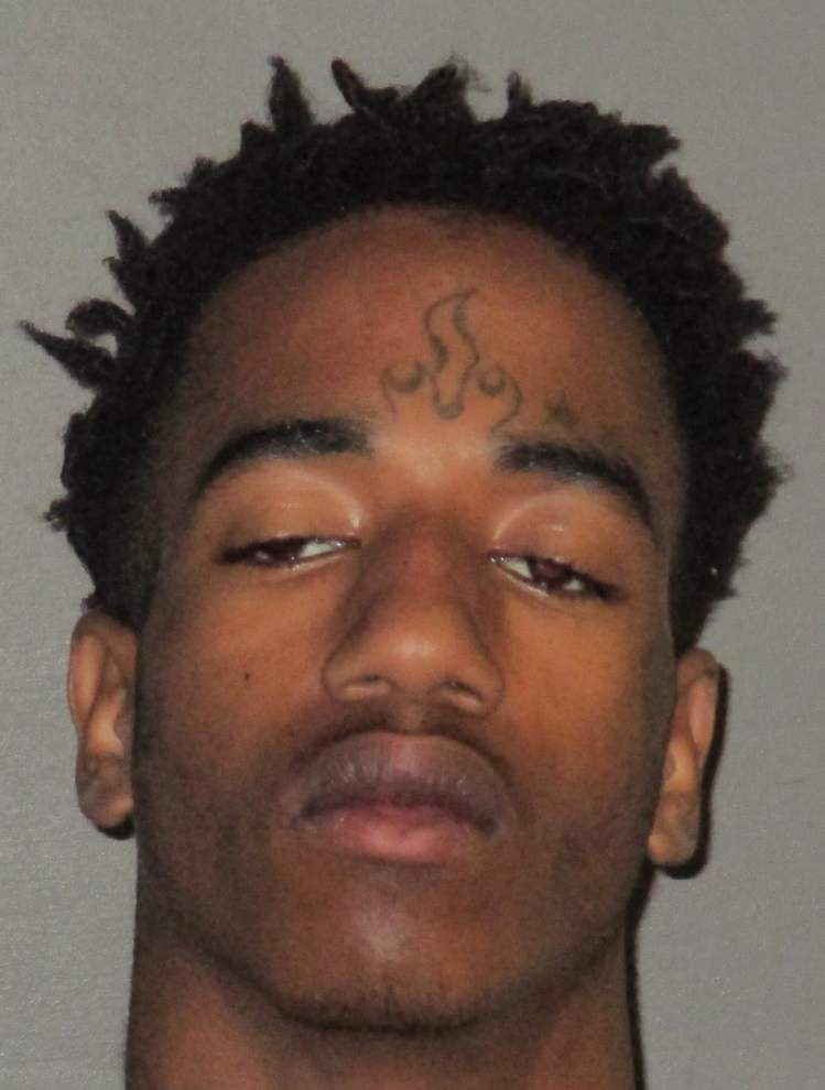 Baton Rouge police: Man stops by friend's house to give her a ride, but gets robbed instead _lowres
