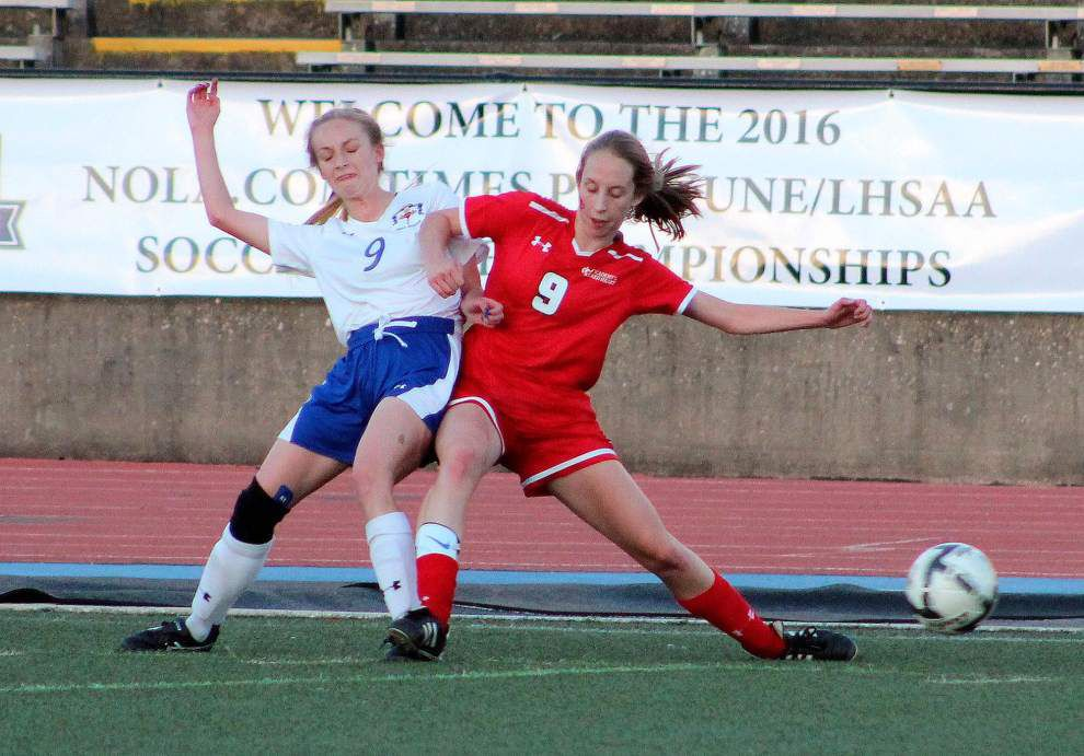 Vandebilt girls ride big second half to victory over Sacred Heart in Division III title game _lowres