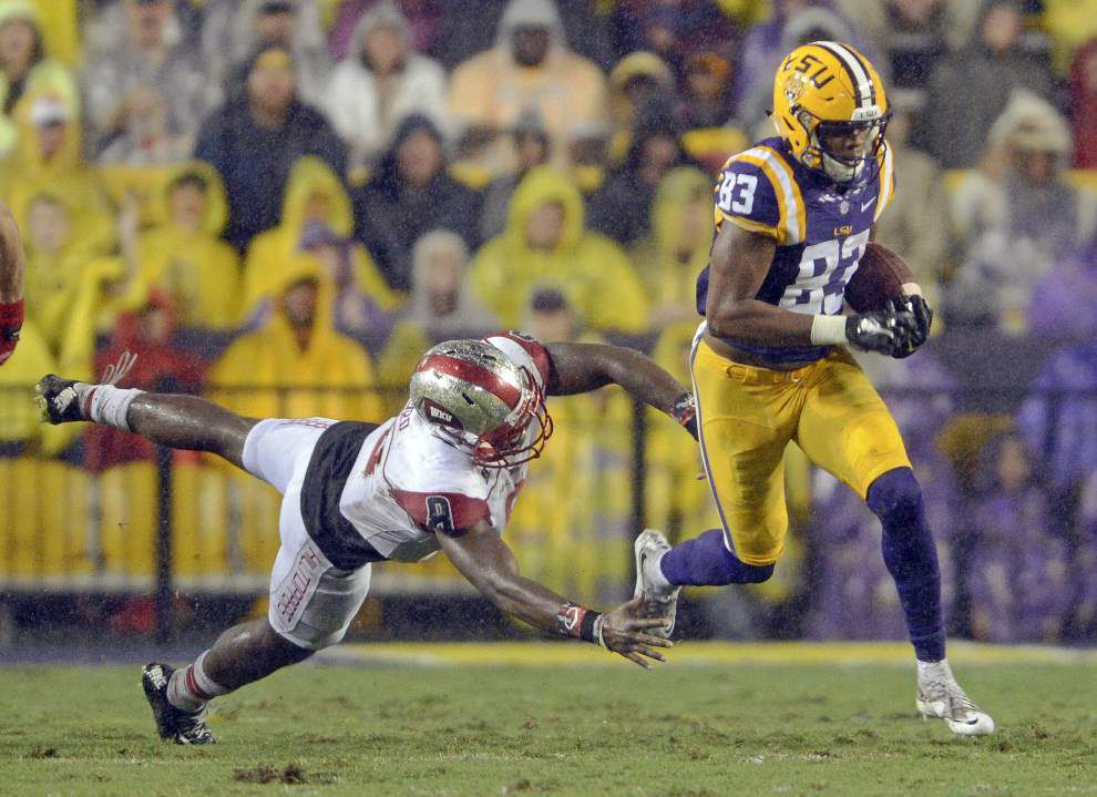 LSU, Alabama stay put in coaches poll ahead of top-10 showdown _lowres