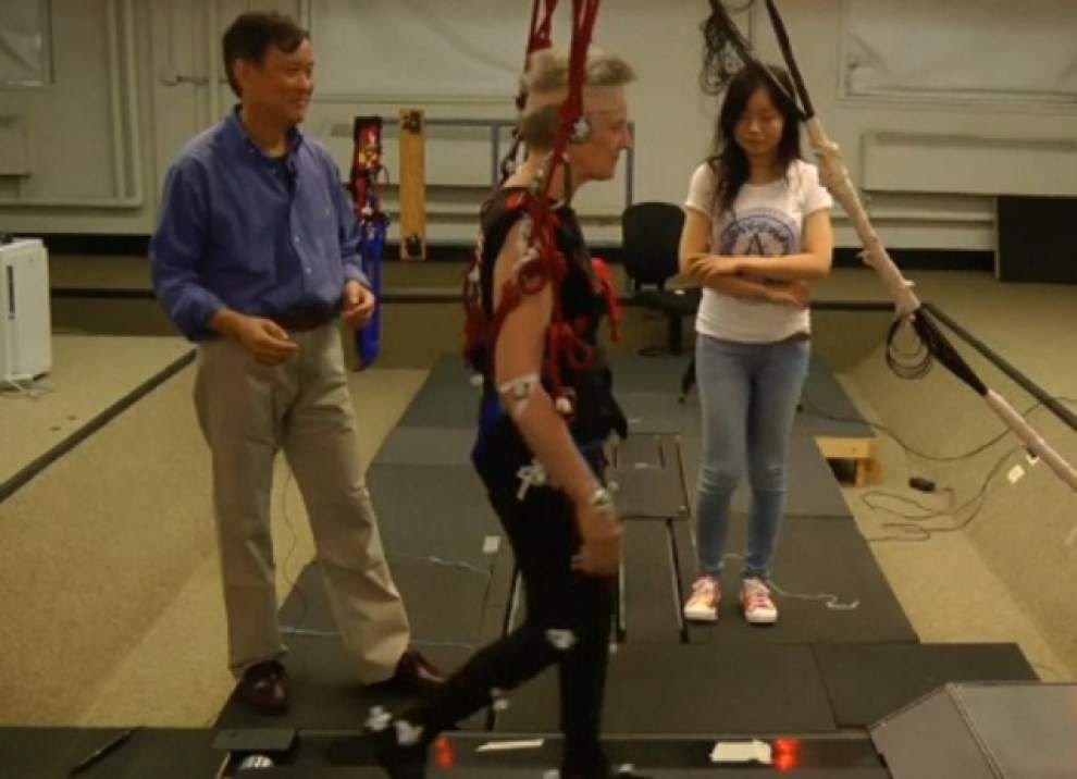 Treadmill 'trips' may reduce falls for elderly _lowres