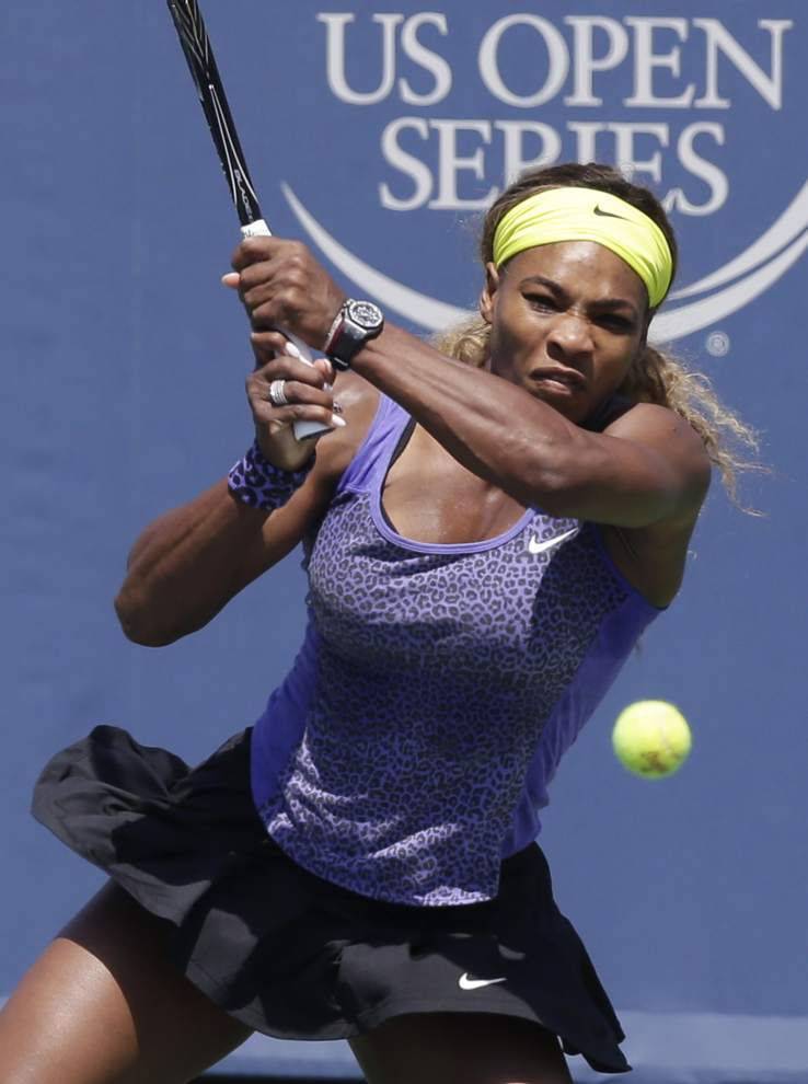 Roger Federer, Serena Williams advance _lowres