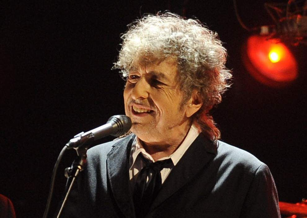 Bob Dylan creates nocturnal mood at Saenger Theatre _lowres