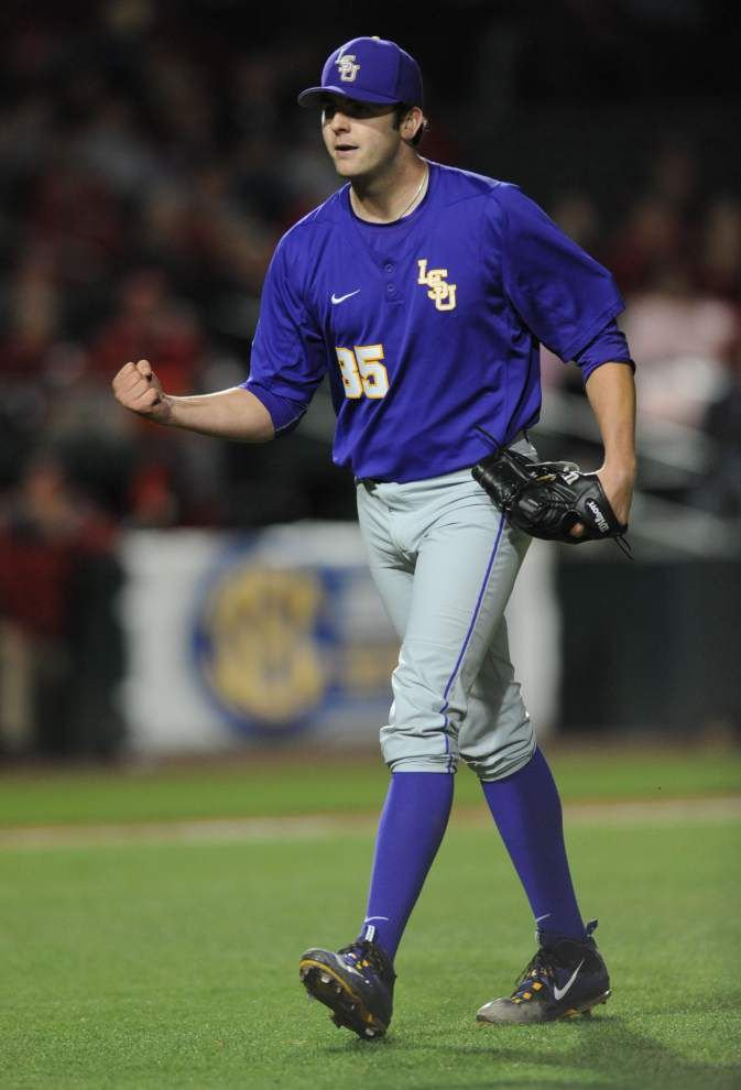 LSU whips Arkansas 16-3 to even series _lowres