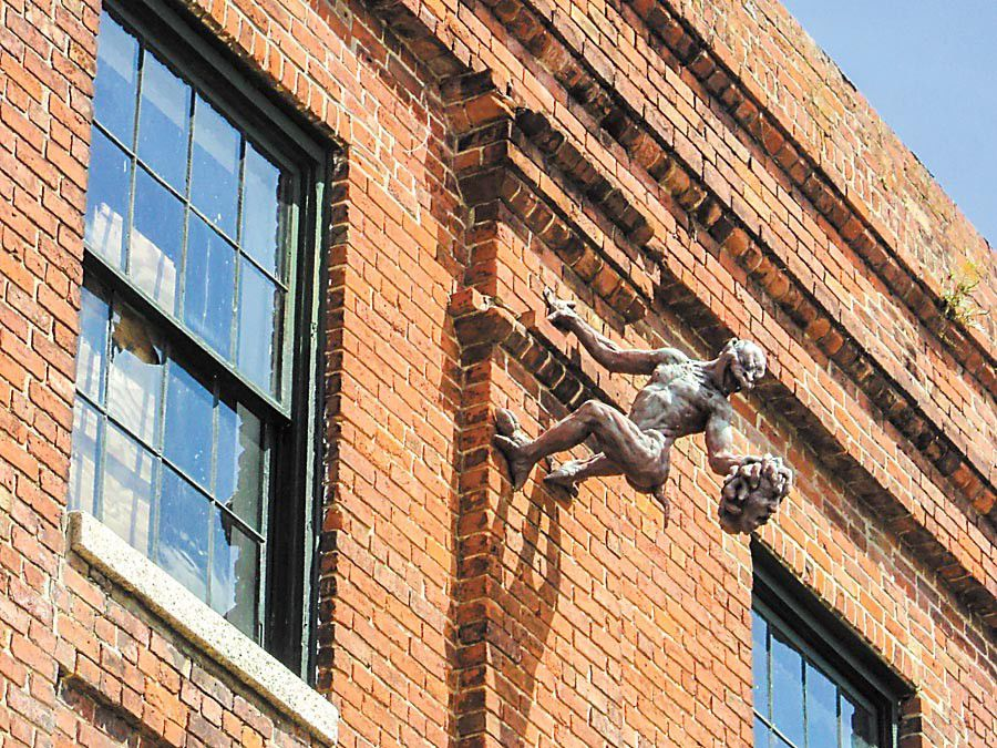 What is the history behind the gargoyle on the side of the old building at 701 Jackson Ave.?_lowres