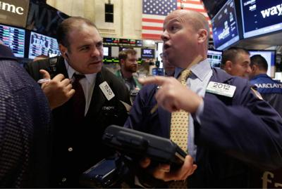 Falling oil prices drag U.S. stock market lower _lowres