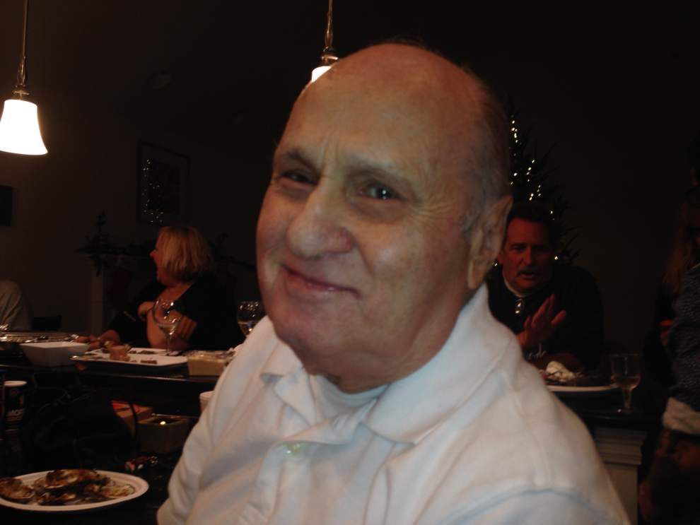 Lakeview restaurateur Tony Angello, famous for the 'feed me,' dies at 88 _lowres
