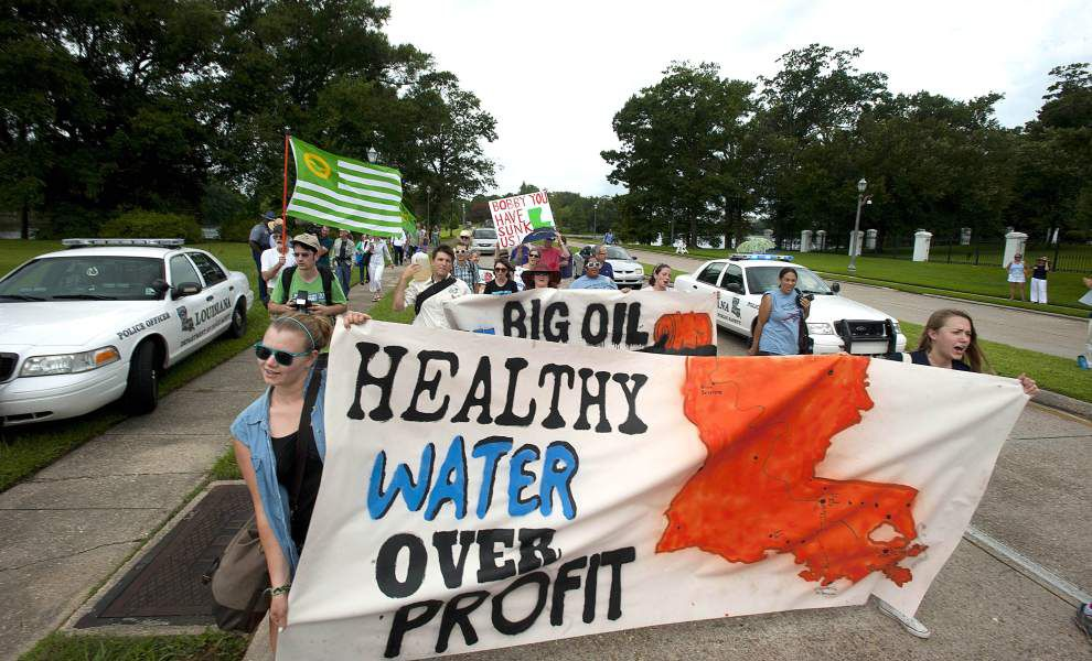 Video: Water quality advocates 'Flood Into Baton Rouge' _lowres