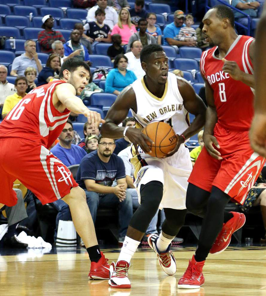 Lewis: Pelicans' Jrue Holiday looking in good form _lowres