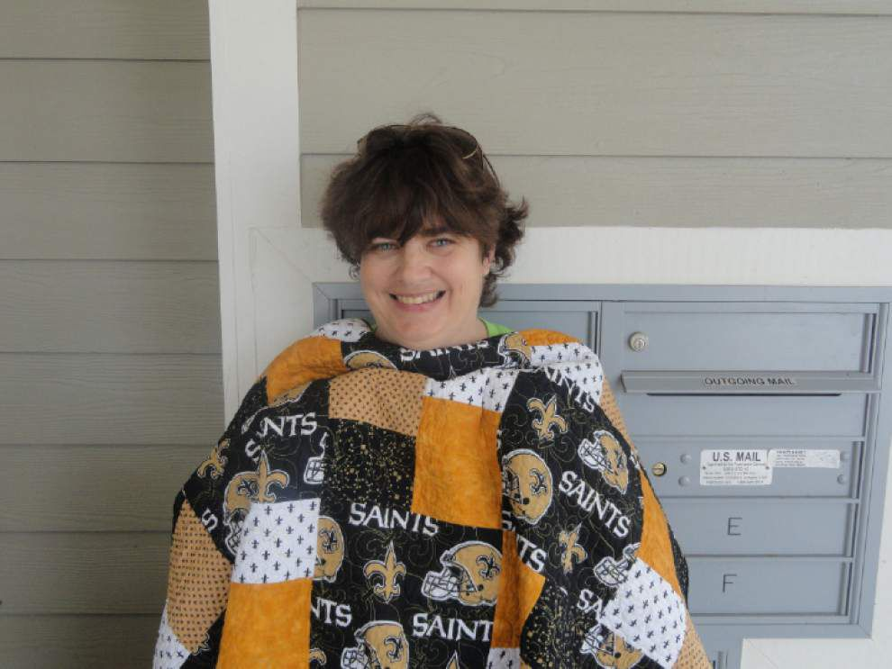 Women give quilts to neighbors with disabilities _lowres