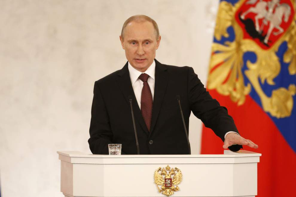 Crimean leaders sign treaty to join Russia _lowres