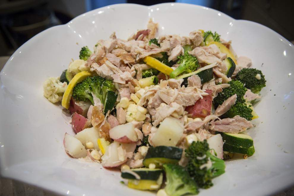 Steamed Vegetables With Shredded Chicken _lowres