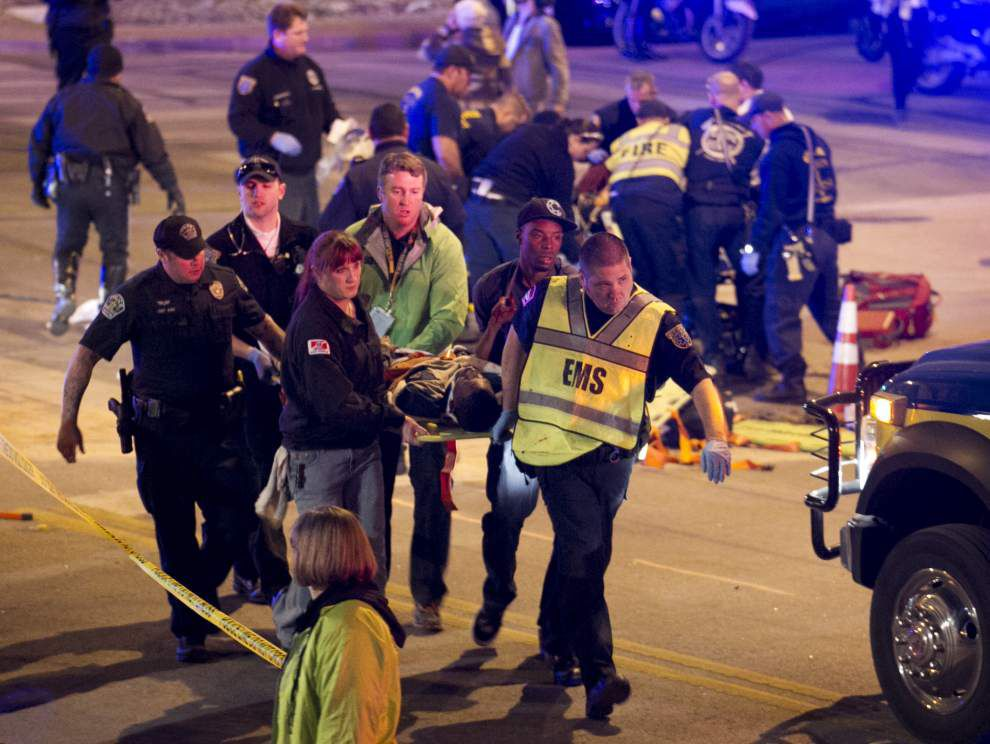Police: 2 dead after car crashes into Texas crowd _lowres