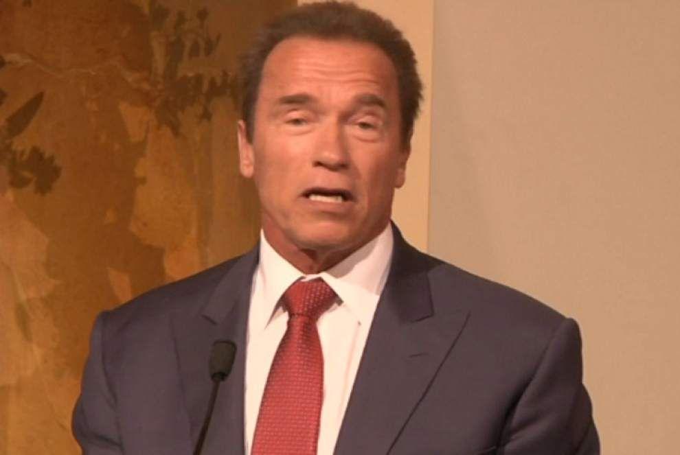 Schwarzenegger reveals Austrian artist portrait _lowres