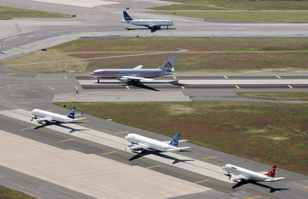 More flights arriving late; complaints are rising _lowres