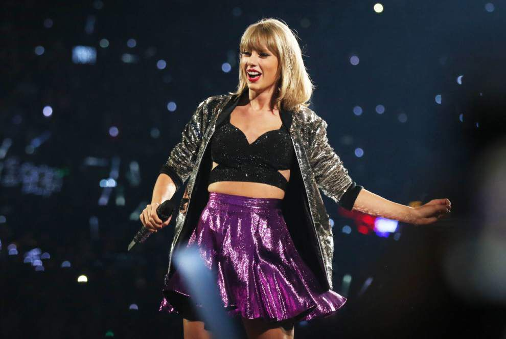 Taylor Swift teams with Apple for concert special _lowres