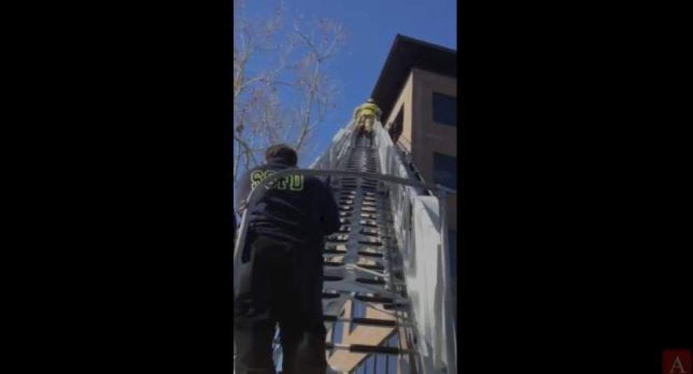 Stranded window washer rescued on United Plaza Blvd. _lowres