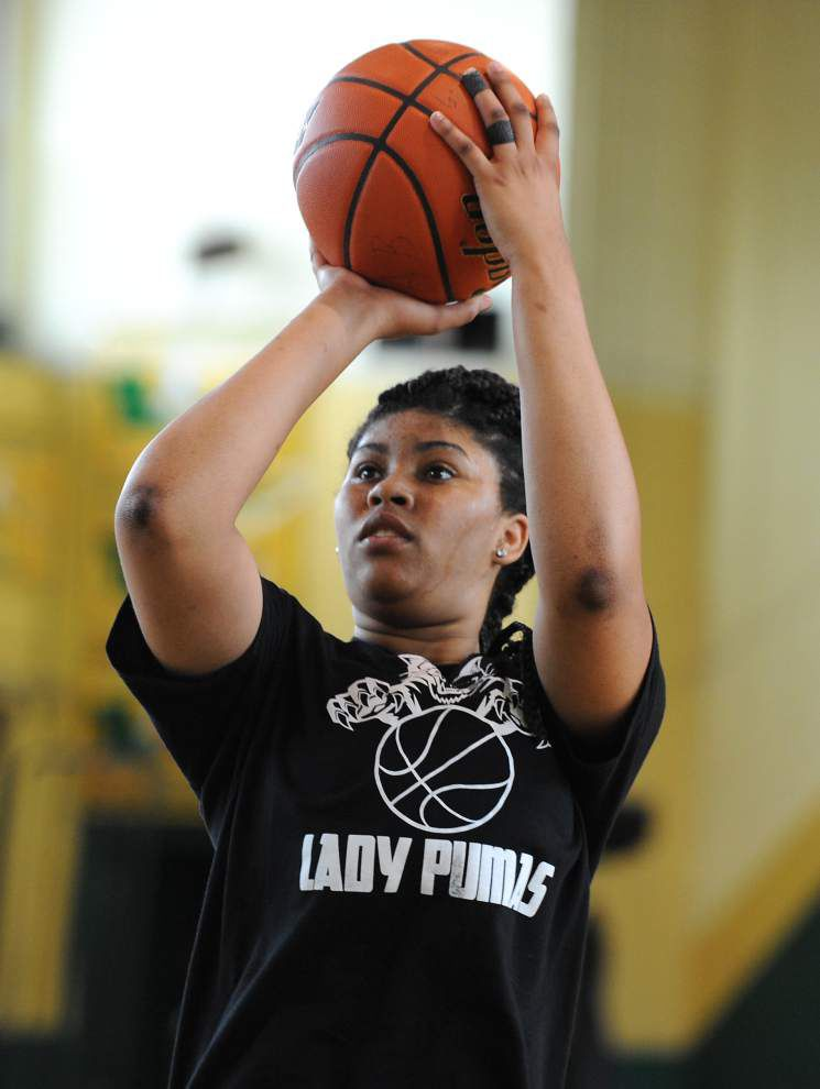 Southern Lab's Cailain Williams gives Kittens strong presence around basket, on the wing _lowres