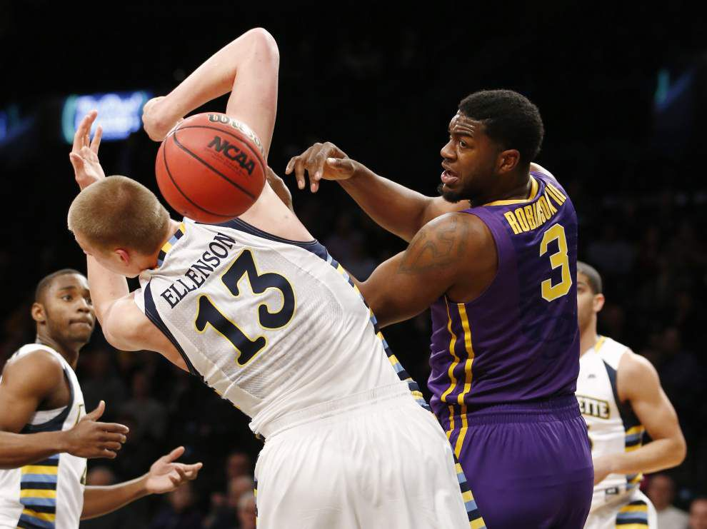 LSU center Elbert Robinson III well enough to start _lowres