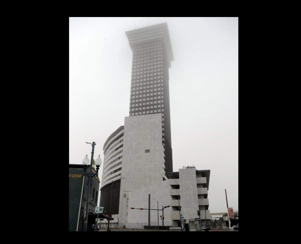 Owners sell 45-story Plaza Tower _lowres