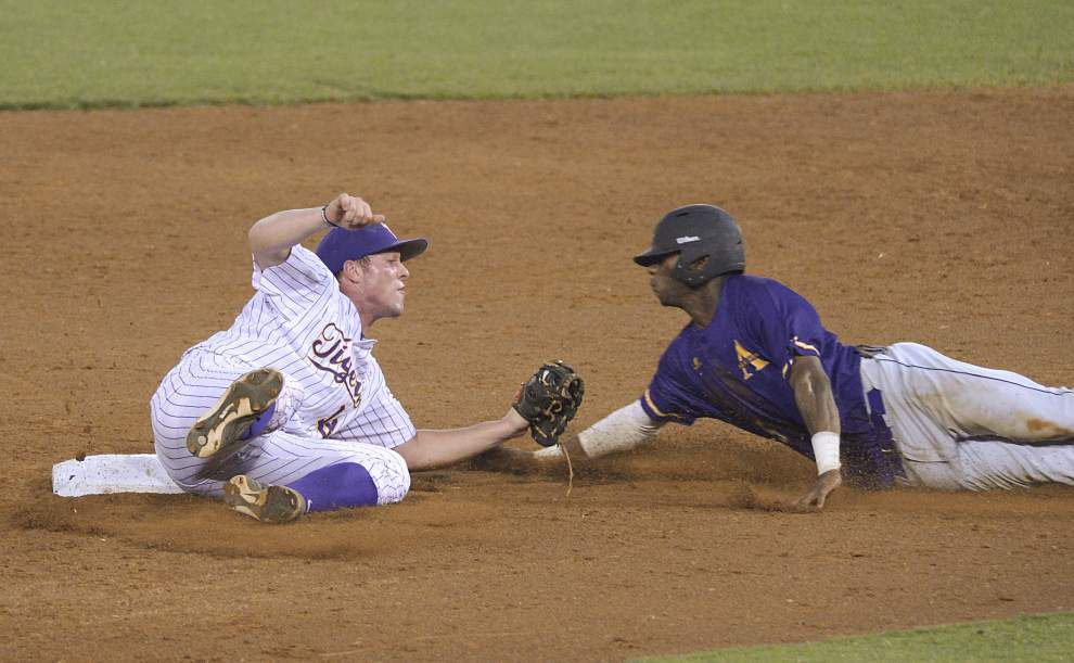 LSU drops in the college baseball polls after series loss at Texas A&M _lowres