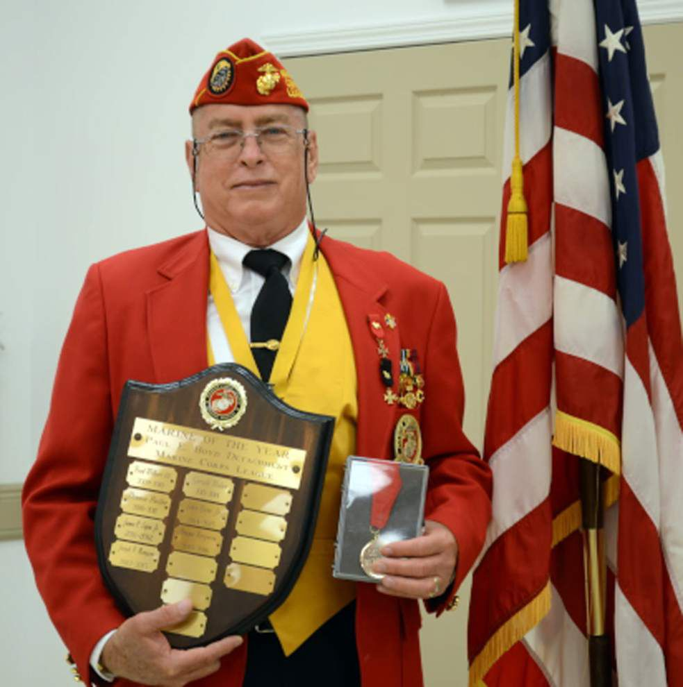 Marine Corps League installs officers and makes awards _lowres