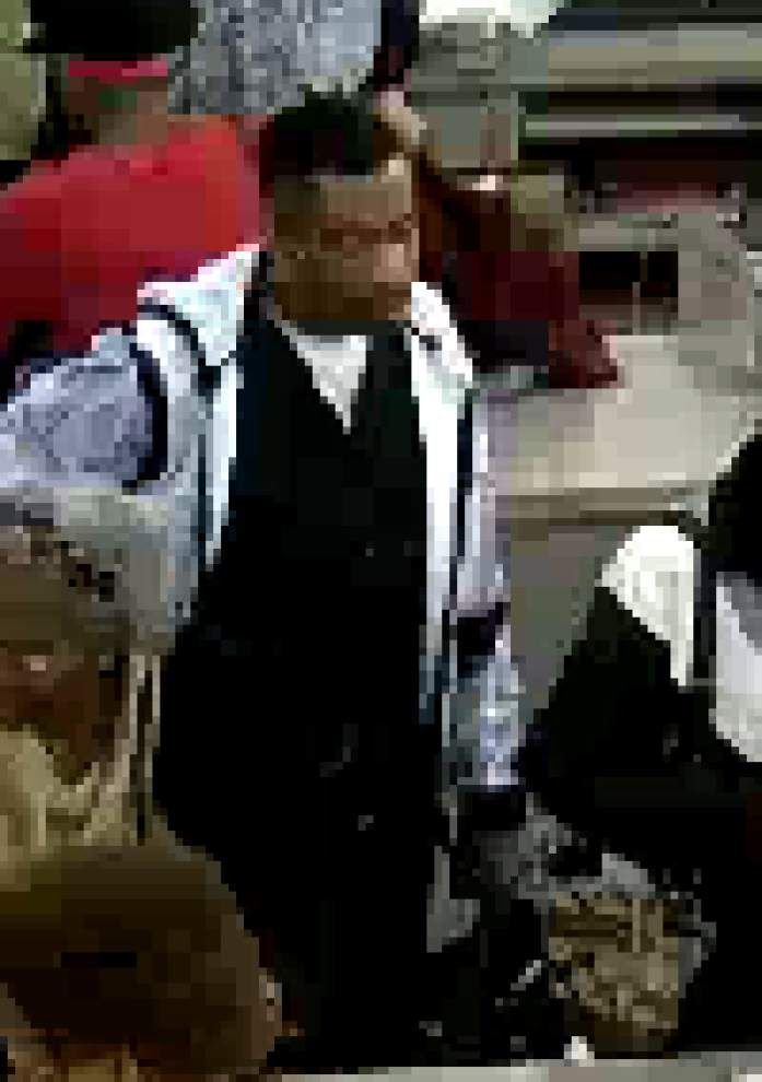 New Orleans police searching for suspect in Stein Mart armed robbery Saturday _lowres