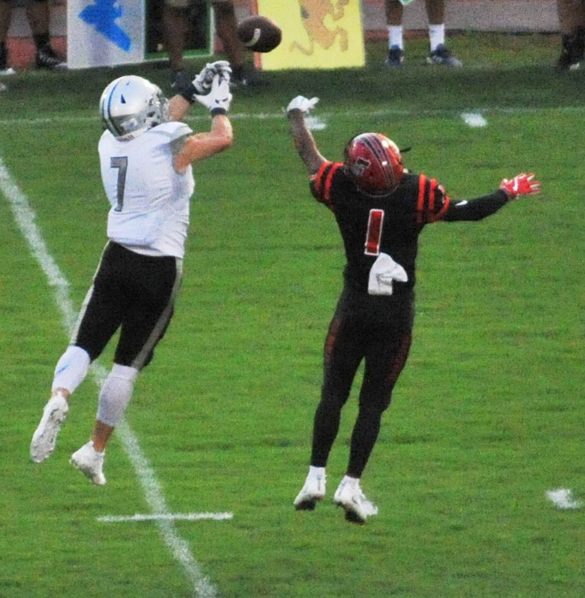 Special Teams Propel Lakeshore To A 63 35 Win Over Fontainebleau High Schools