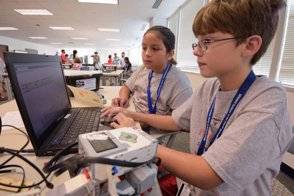Navy experts present robotics summer camp at UNO _lowres