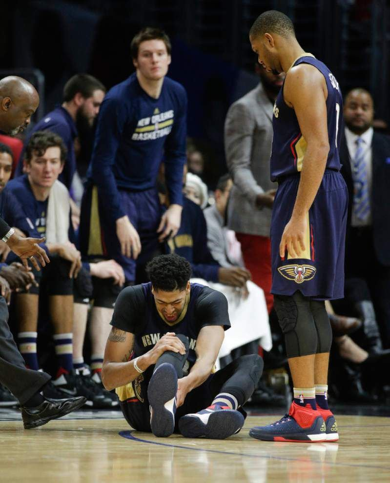 Clippers down Pelicans; Anthony Davis leaves game in third quarter with bruised right knee _lowres