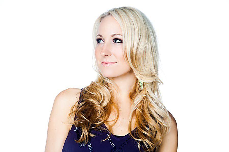Interview: Nikki Glaser_lowres
