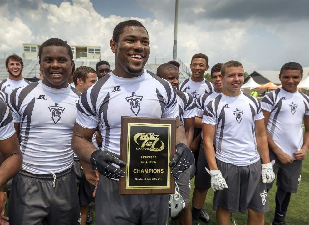 Lakeshore loses first game in 7-on-7 event, then reels off seven straight wins for title _lowres