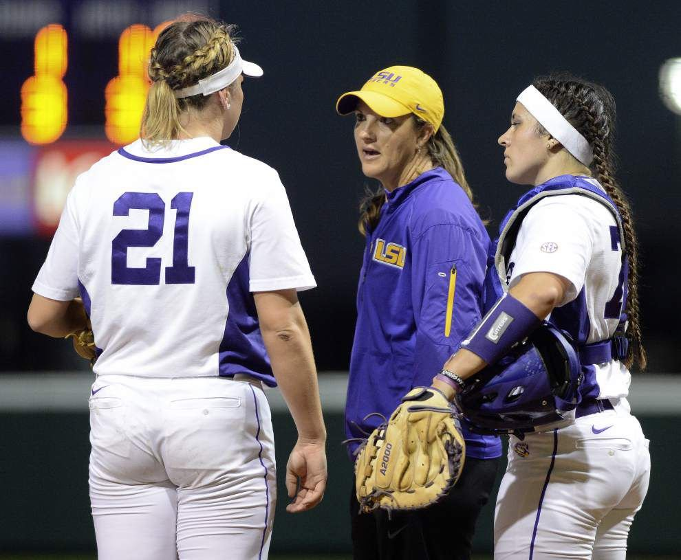 LSU softball team tees off on Alabama, scoring a 6-2 victory in SEC opener _lowres