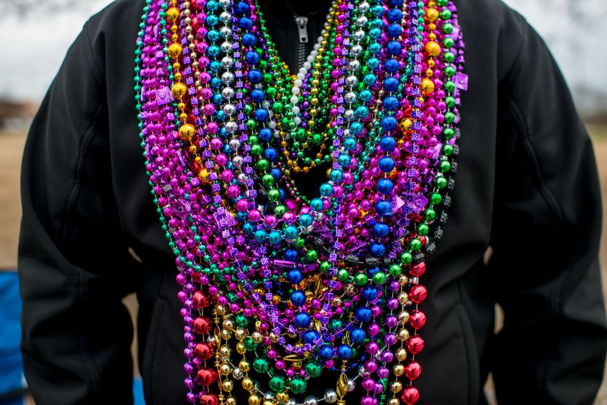 storm pounds beads from gras mardi fox drains news carnival of orleans pulls us new