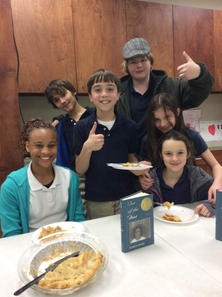 Junior high students sample Dust Bowl cuisine _lowres