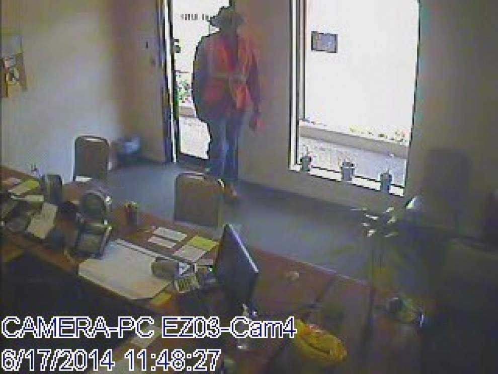 Armed robber strikes 'Payday' loan company _lowres