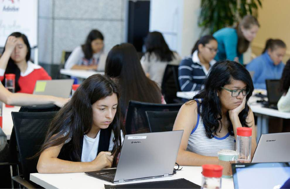 New push to get girls into computer sciences _lowres