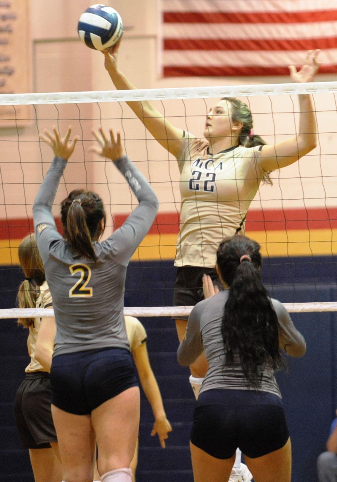 Ellie Holzman (Mount Carmel volleyball)