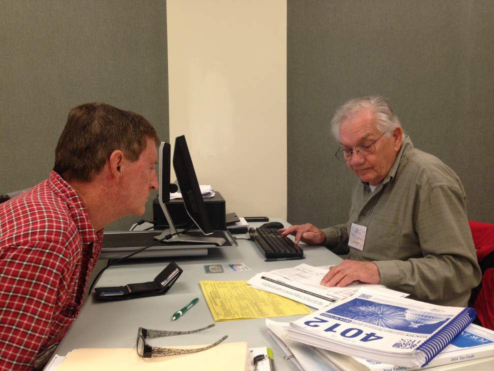 Volunteers help those in need with tax returns _lowres