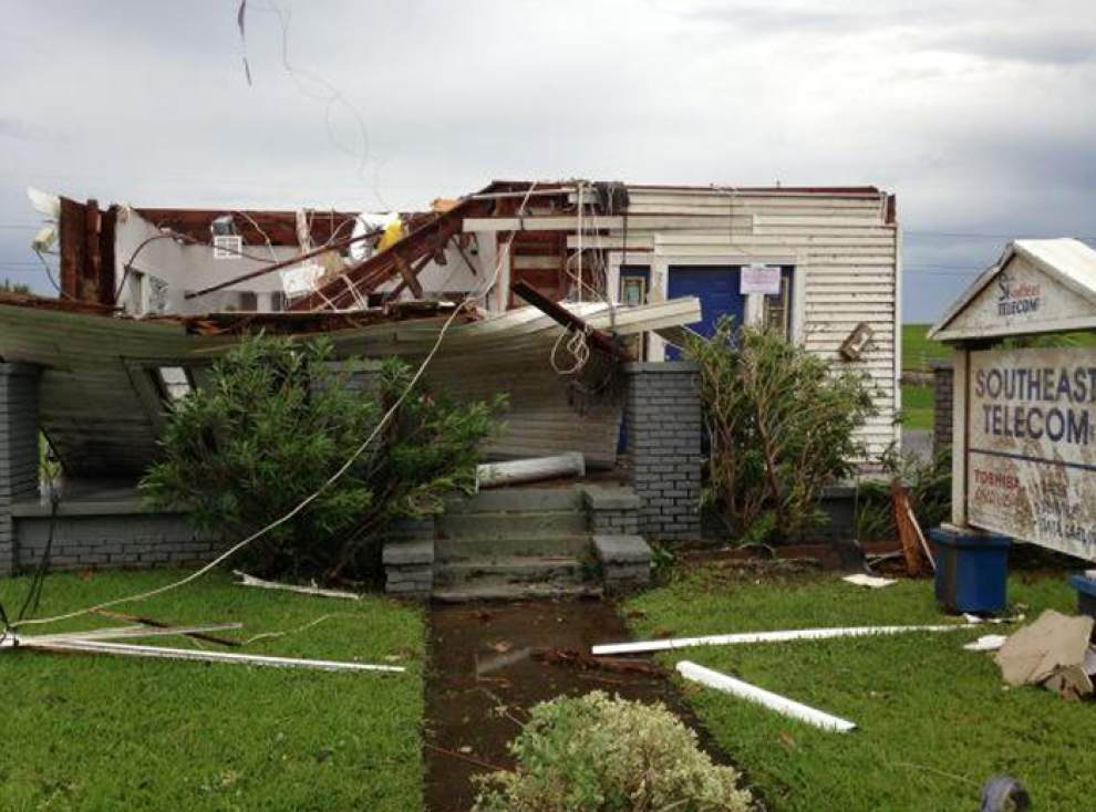 Tornado strikes Kenner Tuesday morning, knocking out power, damaging buildings _lowres