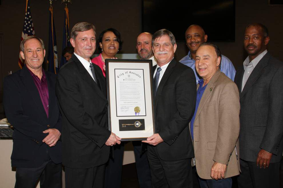 Officials celebrate retired attorney _lowres