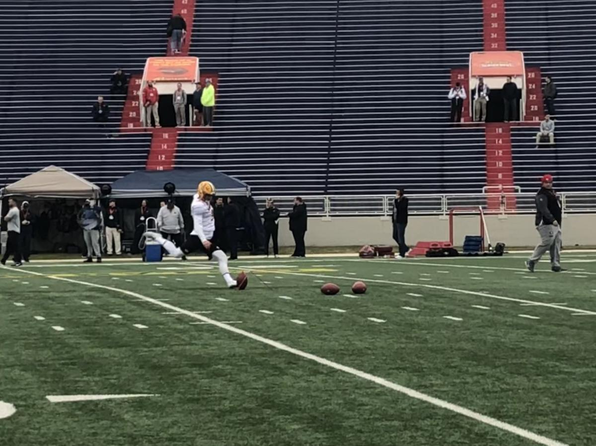 Senior Bowl: Cole Tracy kicking
