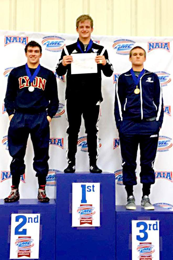 Zachary wrestler wows at college championship _lowres