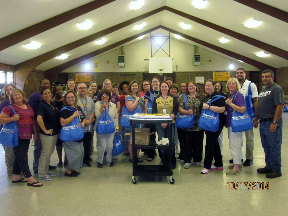 Wal-Mart helps teachers provide for classrooms _lowres