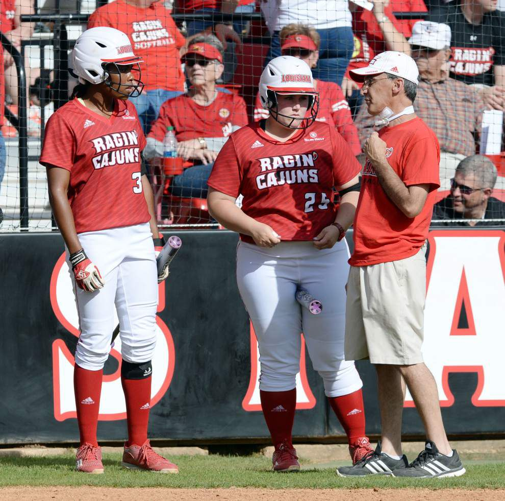 In a top-10 clash, Cajuns softball splits doubleheader with Oregon _lowres