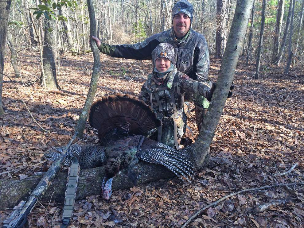 Kids get opening shots at turkeys _lowres