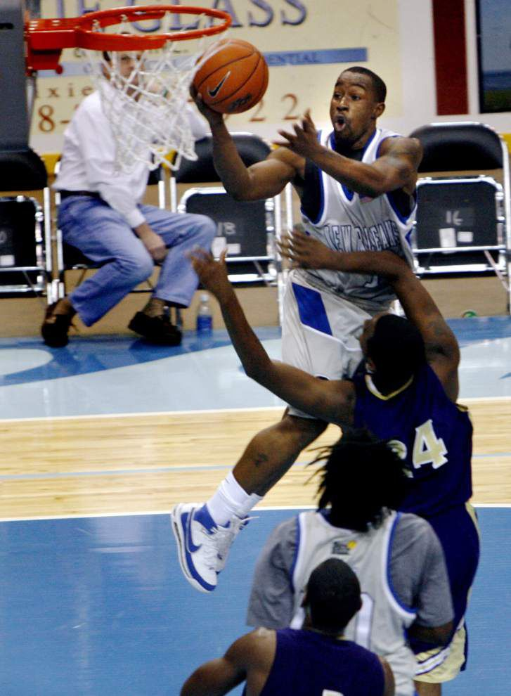 Former UNO star Bo McCalebb gives back to basketball program _lowres