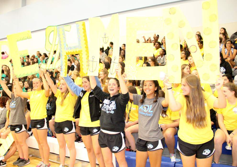 Classmates cheer Marrero runners, swimmers, volleyball players _lowres