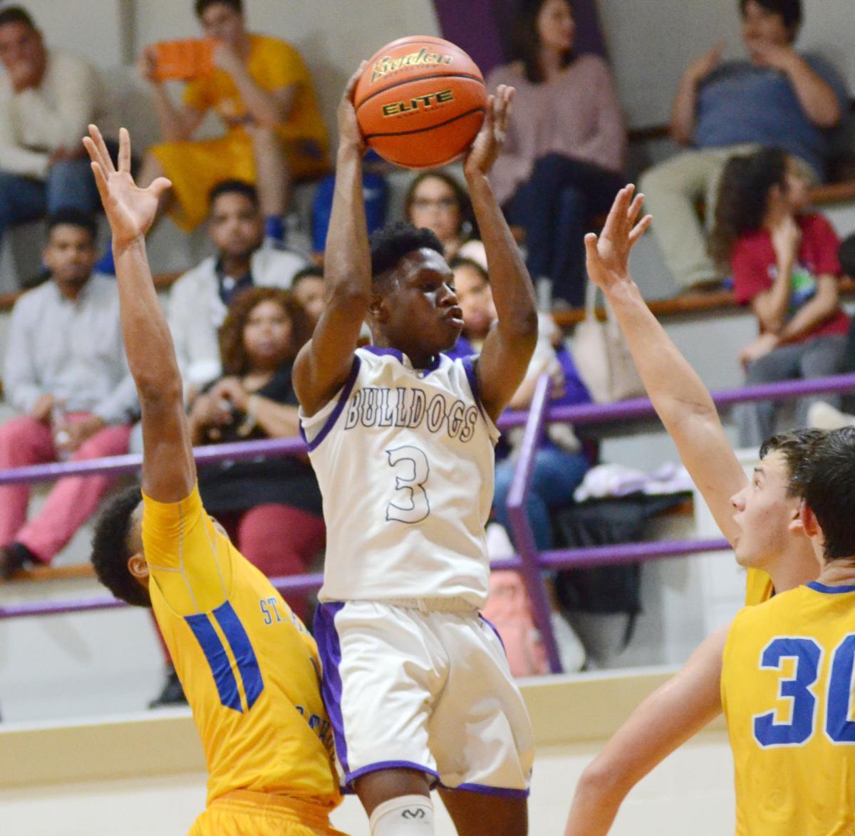 AC basketball Demontray Harry leaps.jpg