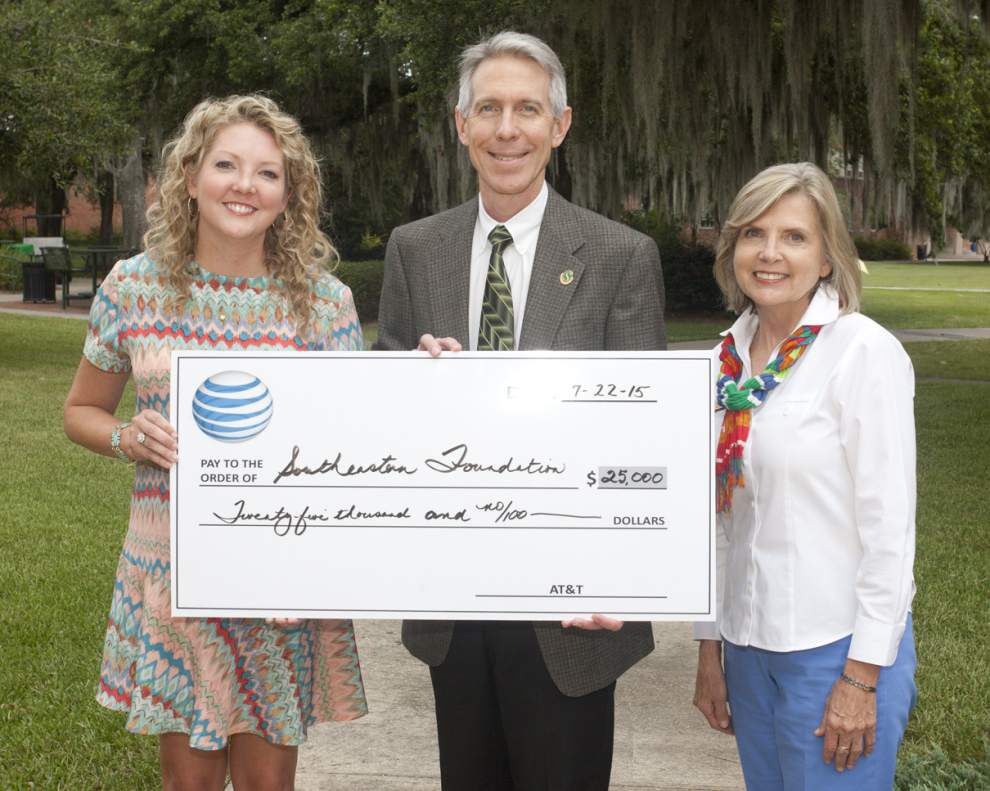 AT&T $25,000 donation to fund SLU scholarships _lowres