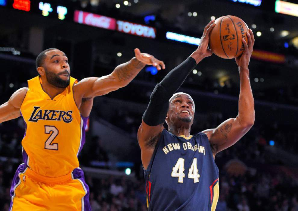 Anthony Davis scores 20 as Pelicans rout Lakers 113-92 _lowres